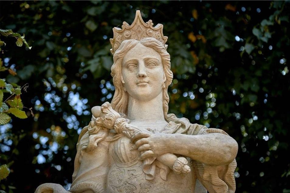 Der Park ist Heimstatt vieler mythischer Figuren, so von Hera, Gattin des Zeus.