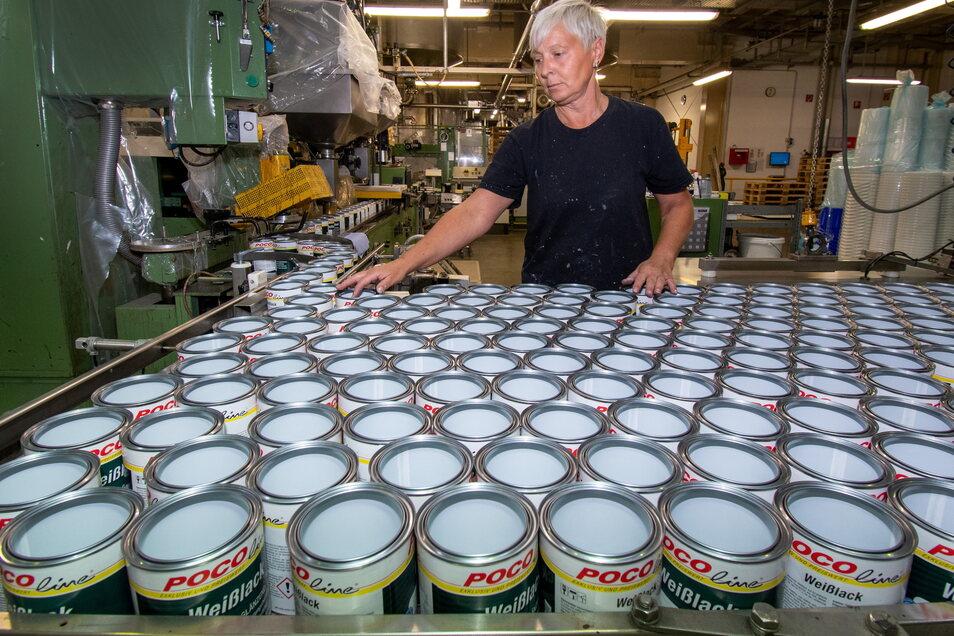 Am Tag gehen etwa 150 Tonne Farbe aus Ostrau in die Welt.