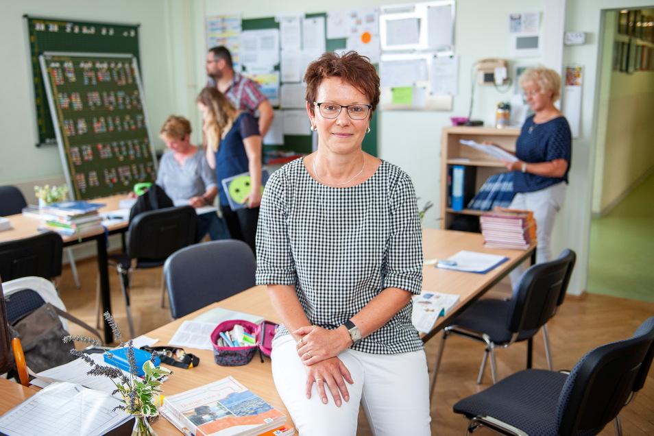 Schulleiterin Ines Scholz und ihre Kolleginnen drängen auf rasche Investitionen in die Oberschule und den Sportplatz.