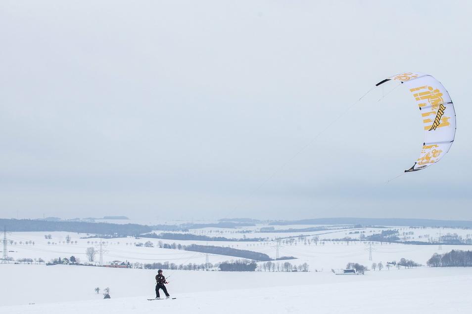 Das geht ab - Kite-Surfen auf Schnee bei Possendorf.