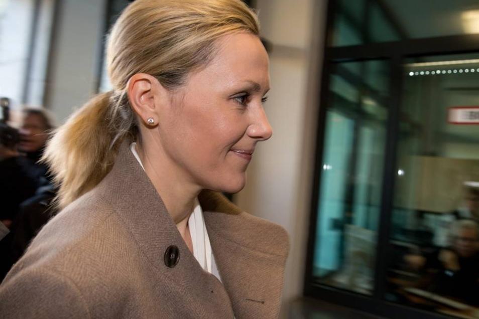 Bettina Wulff gab ihrem Mann vor Gericht Rückendeckung. Die 40-Jährige bestätigte die gute Freundschaft ihres Mannes ...