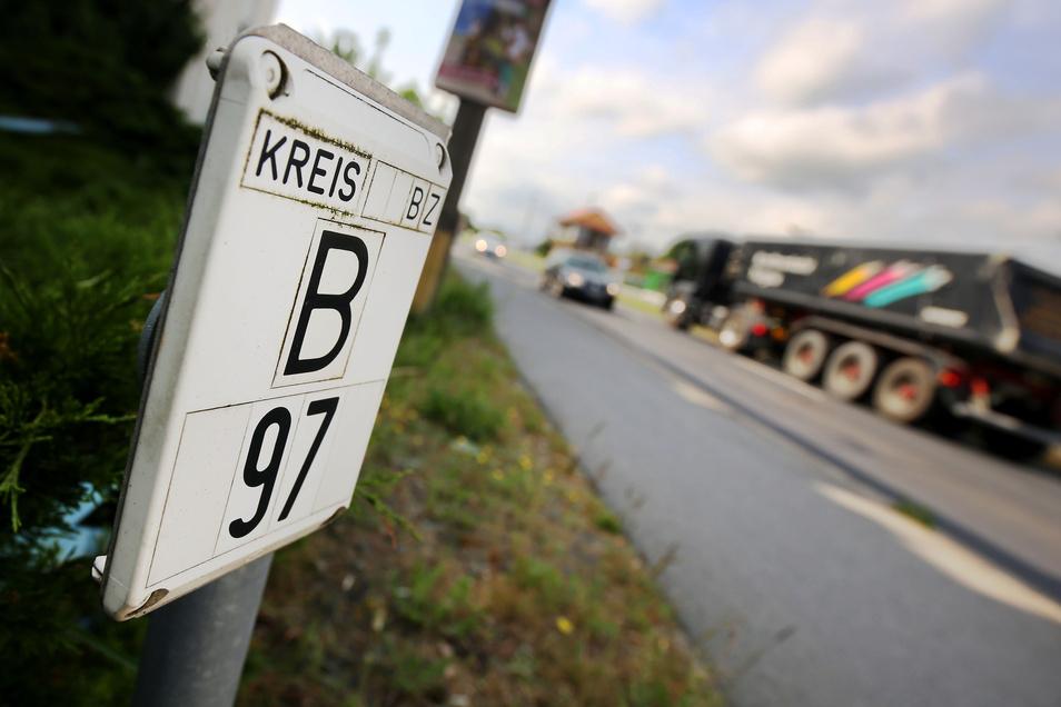 Die B 97 in Ottendorf ist eine viel befahrene Straße. Eine Ortsumgehung soll Entlastung bringen. Der Ortschaftsrat sieht jedoch keine Vorteile.