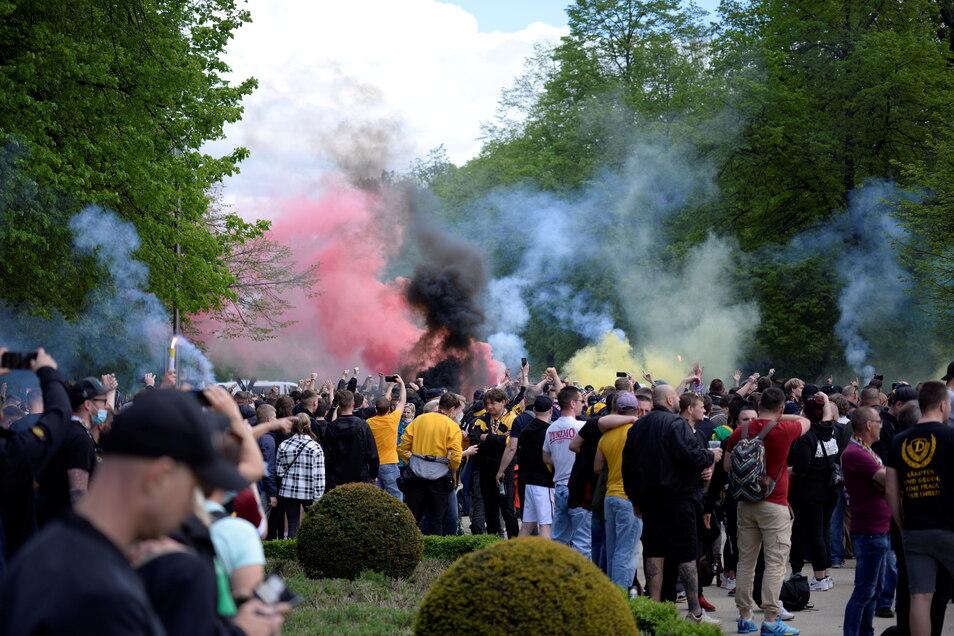 Rauchschwaden ziehen durch den Großen Garten.