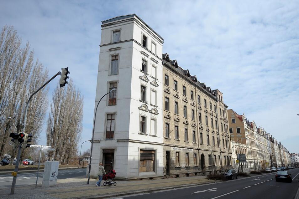"""Das Eckhaus Brautwiesenstraße 22/Rauschwalder Straße in Görlitz wird oft """"Bügeleisen"""" genannt. Beim Wettbewerb """"Ab in die Mitte"""" rückte es 2011 in den Mittelpunkt. Tatsächlich steht es aber bis heute leer."""