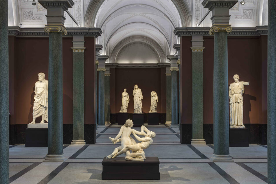 Lichtdurchflutet ist die neue Skulpturenhalle mit den Antiken.