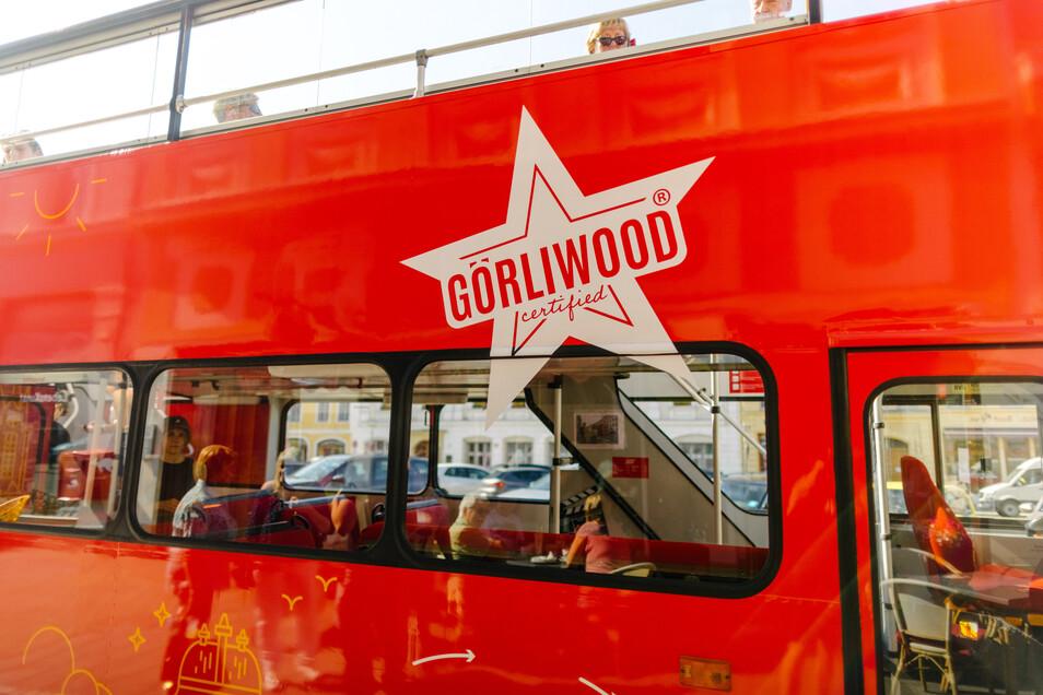 So und nicht anders lässt sich Görliwood erleben: im roten Doppeldecker.