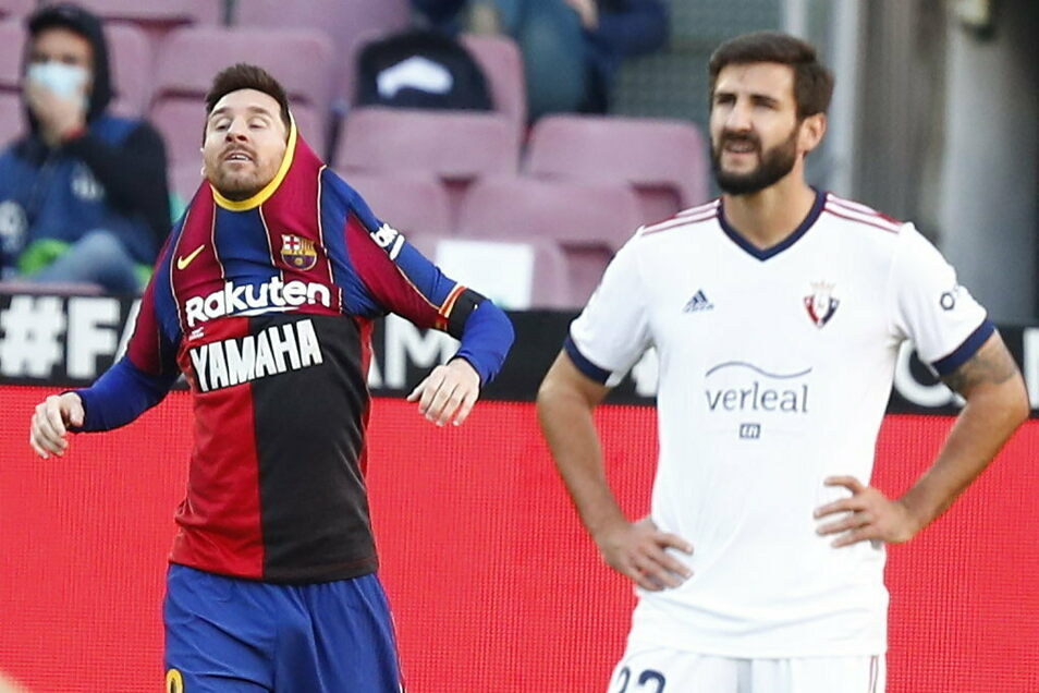 Nach seinem Treffer zum 4:0-Endstand hatte Messi das Barça-Trikot ausgezogen und das rot-schwarze Maradona-Trikot aus der Zeit beim argentinischen Verein Newell's Old Boys, das er darunter trug, enthüllt.
