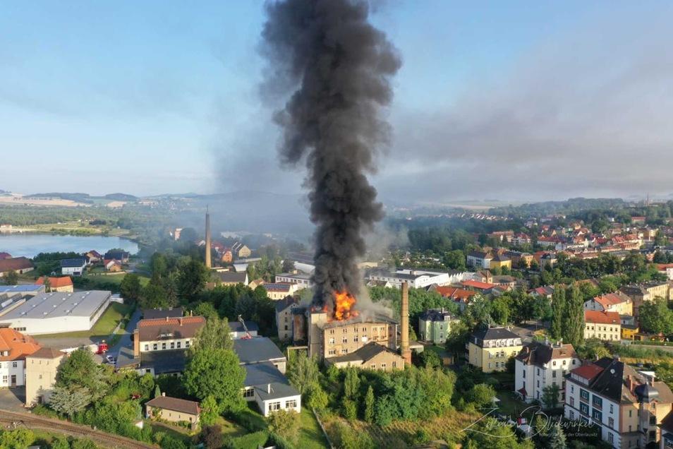 Einer der größten Einsätze der Zittauer Feuerwehr im Jahr 2019 war der Brand des ehemaligen Elektromotorenwerkes im August.