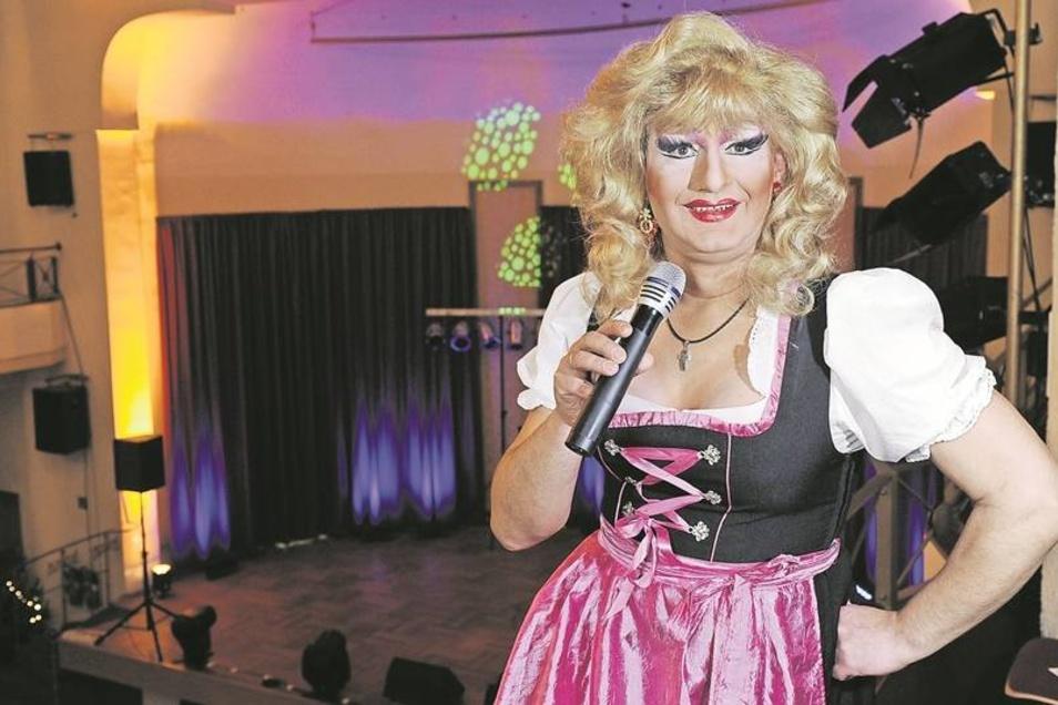 Lutz Kaus-Hogen begeistert als Luise mit seinen frivolen Sprüchen die Gäste der Travestie-Show im Volkshaus. Zwischen September und Mai bestreitet er 130 bis 140 solcher Veranstaltungen. Den Rest des Jahres macht er Pause und tüftelt an neuen Nummern. Eig