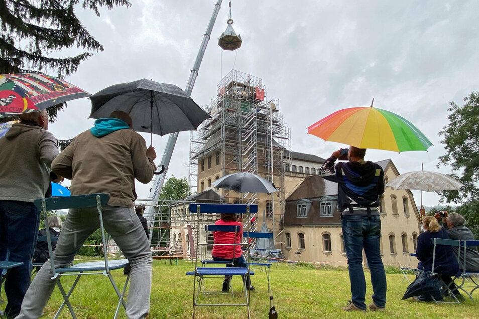 Im Juni bekam das Schloss seine Turmhaube wieder.