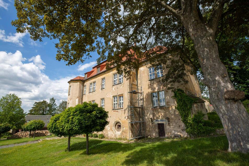 Perfekte Kulisse für ein klassisches Picknick - das Struppener Schloss.