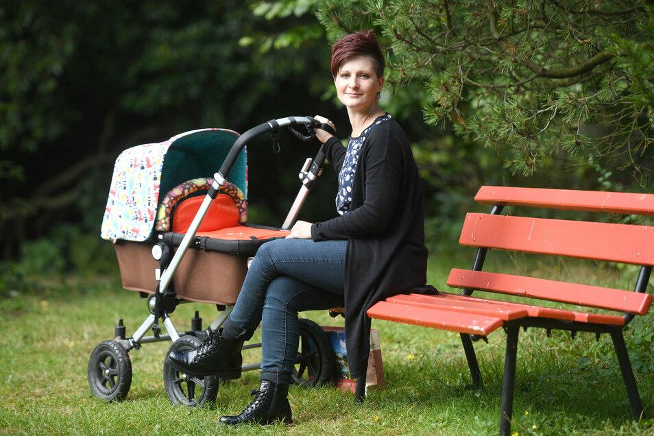 Jonsdorfs Bürgermeisterin Kati Wenzel (Freie Wähler) macht vor, wie Familie und Beruf zu vereinbaren sind. Ihr Sohn Theo ist vier Jahre alt, der kleine Willi erst neun Wochen. In die Betreuung teilt sie sich mit ihrem Mann und den Großeltern.