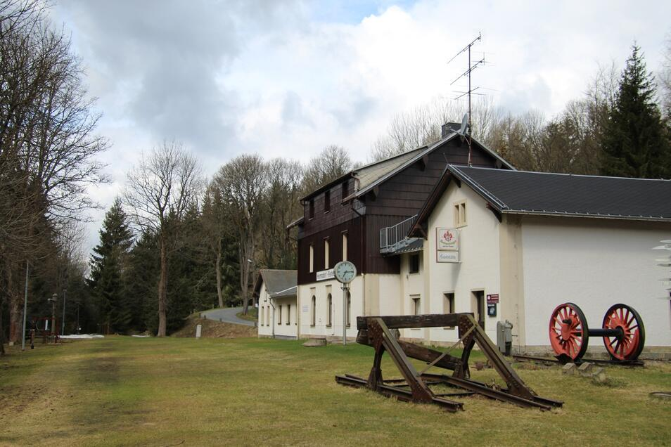 Das Bahnhofsgebäude Hermsdorf-Rehefeld heute.