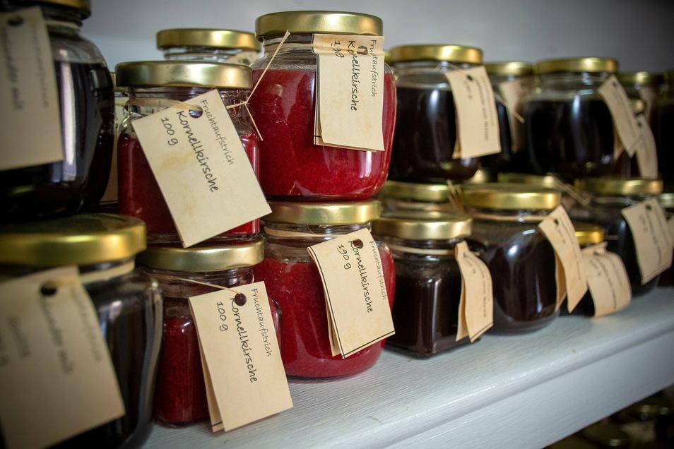 Im Hexenstübel von Cornelia Prasch in Staucha stehen jede Menge Gläser mit leckeren Fruchtaufstrichen. Schon die Oma der Stauchaerin hat Marmelade gekocht.