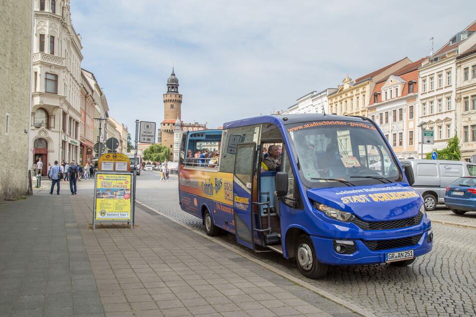 Als dieses Bild entstand, durfte der Stadtschleicher-Bus noch vor der Dreifaltigkeitskirche stehen. Doch diese Zeiten sind vorbei.