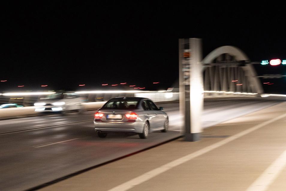 Das Aufstellen der beiden Hightech-Blitzer auf der Waldschlößchenbrücke hat sich für die Stadt gelohnt. Seit der Eröffnung wurden bis Ende Juli 137.807 Autos geblitzt. In den ersten sieben Monaten dieses Jahres waren es 7.138. Der zu schnelle BMW-Fahrer m
