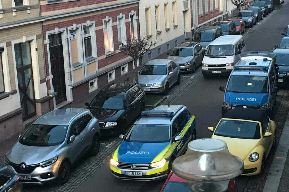 Die Polizei hat in einem Haus an der Gerhart-Hauptmann-Straße in Hartha einen Mann verhaftet.