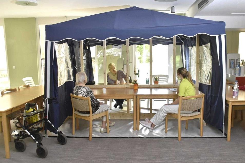 In der Mitte des Pavillons im Gorbitzer ASB-Heim wurde eine Plexiglasscheibe eingezogen.