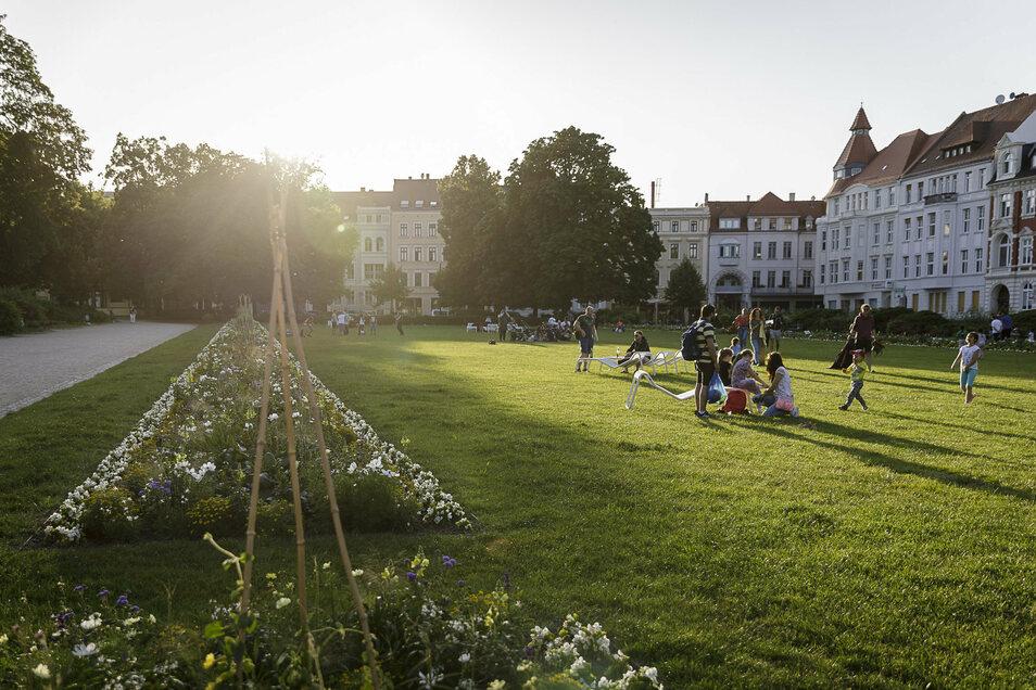 Am Wilhelmsplatz wird jetzt viel kontrolliert. Sorgt das für eitel Sonnenschein?