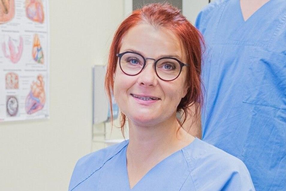 Kardiologin Dr. Christine Karbaum hat einem Patienten das neueste Modell eines Defibrillators implantiert.