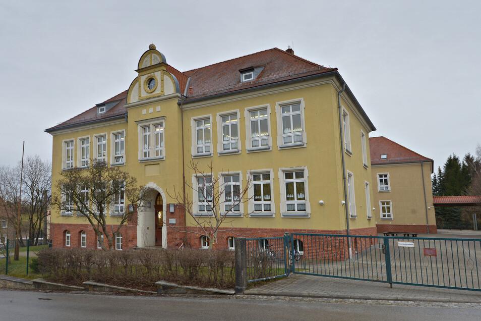 Zum Beginn des neuen Schuljahres soll in der Johann-Gottlieb-Fichte-Grundschule ein neuer Klassenraum gebaut werden.