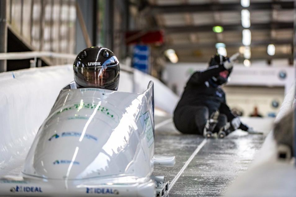 Bob-WM 2020 in Altenberg: Vor dem dritten Lauf der Vierer-Entscheidung verpasst Rainer M. Jacobus den Einstieg, Harald Czudaj fährt den Spurbob allein ins Ziel.