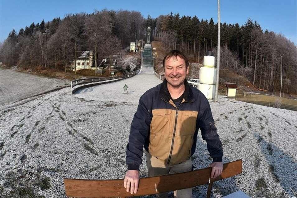 Friedhart Seidel - hier ein Bild von 2016 - ist seit über 60 Jahren aktiver Skispringer. Gegenwärtig bereitet er gemeinsam mit seinen Vereinskameraden die 20. Deutsche Meisterschaft der Masters an der Forstenschanze in Spitzkunnersdorf vor.