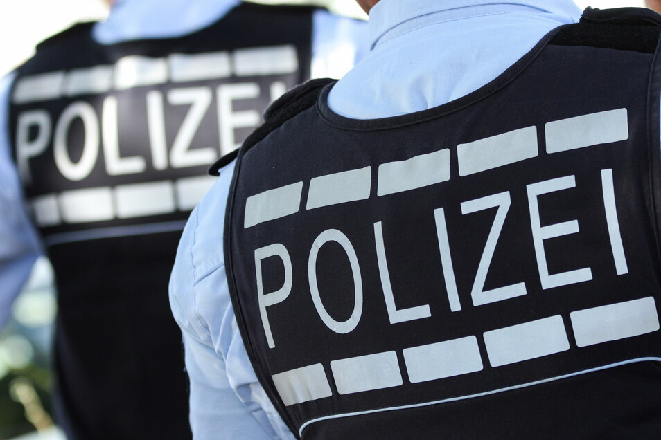 Knapp zwei Promille haben Polizisten in den Nacht zu Montag bei einem Unfallfahrer gemessen.