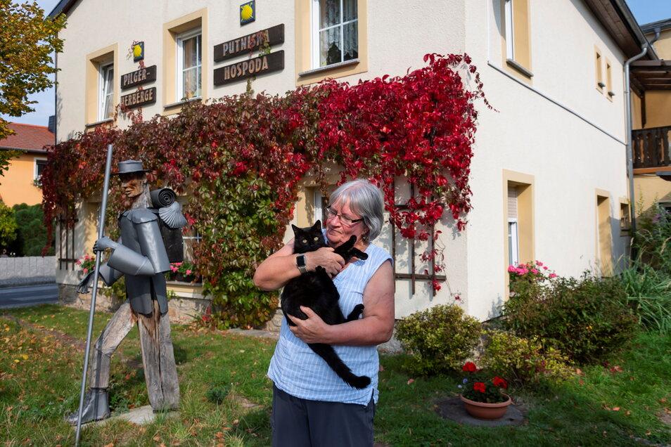 Maria Meyer kommt aus Dresden und fand auf Pilgertour in Crostwitz den Ort, an dem sie bleiben will.
