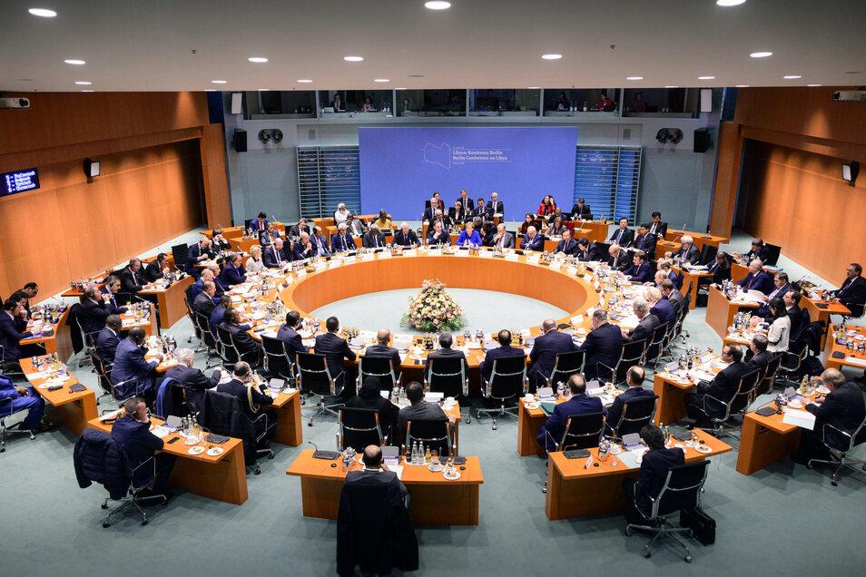 Abgesandte aus 13  Ländern und von vier internationalen Organisationen beraten in Berlin – Vertreter Libyens sitzen nicht mit am Tisch.