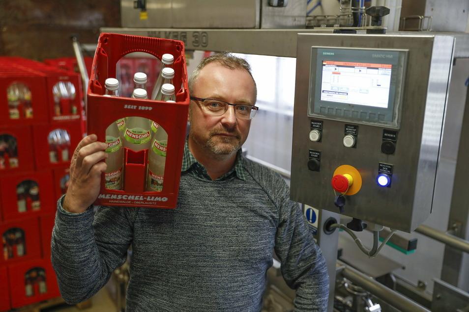Der Geschäftsführer der Menschel-Limo GmbH Stefan Kubitz denkt schon jetzt an höhere Produktionszahlen.