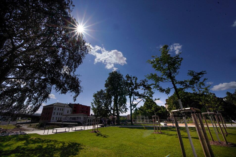 Auf der Fläche, auf der früher das Löbtauer Rathaus stand, ist an der Weißeritz dieser Park entstanden.