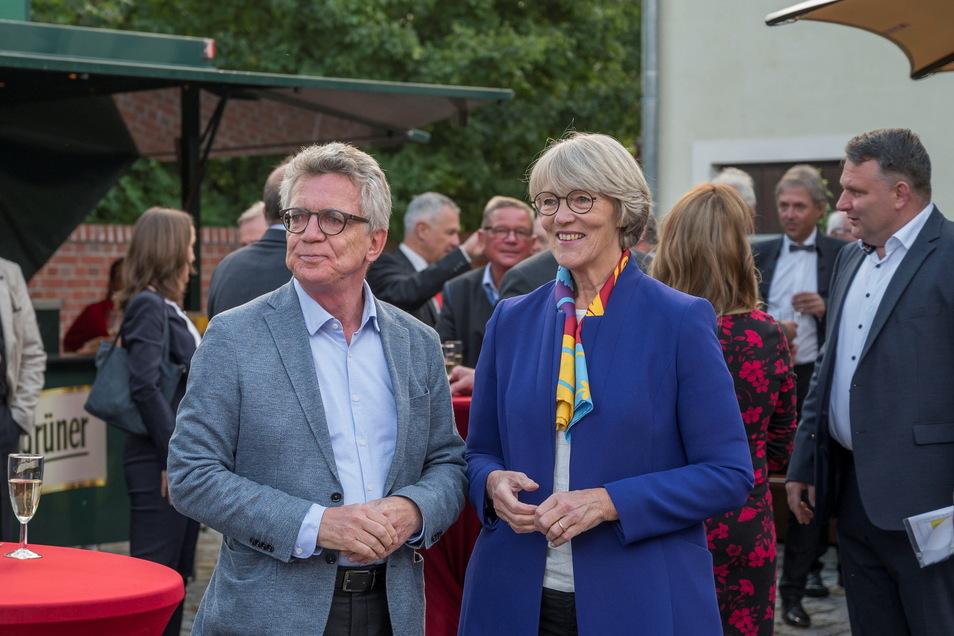 Dreiseithof Gröditz: Verabschiedung von Thomas de Maizière, hier mit seiner Frau Martina. Rechts Christian Hartmann, Chef der CDU-Landtagsfraktion.