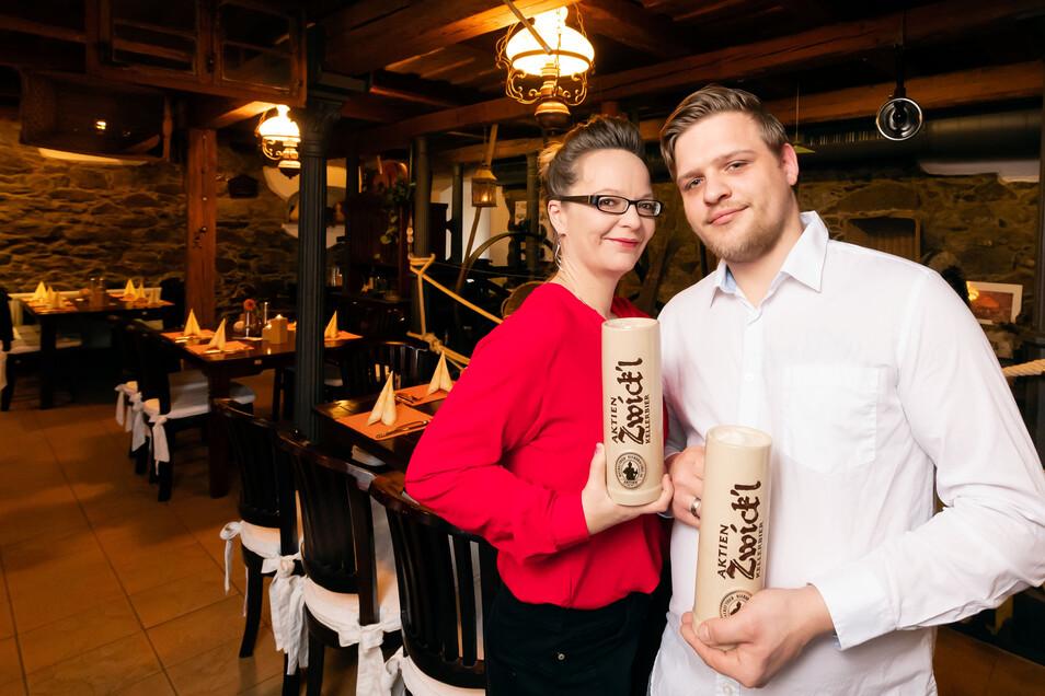 Die neuen Pächter der Alten Wassermühle in Obergurig: Phil Dils und Katrin Ahrlung betreiben die Gaststätte an der Spree seit Ende des letzten Jahres.