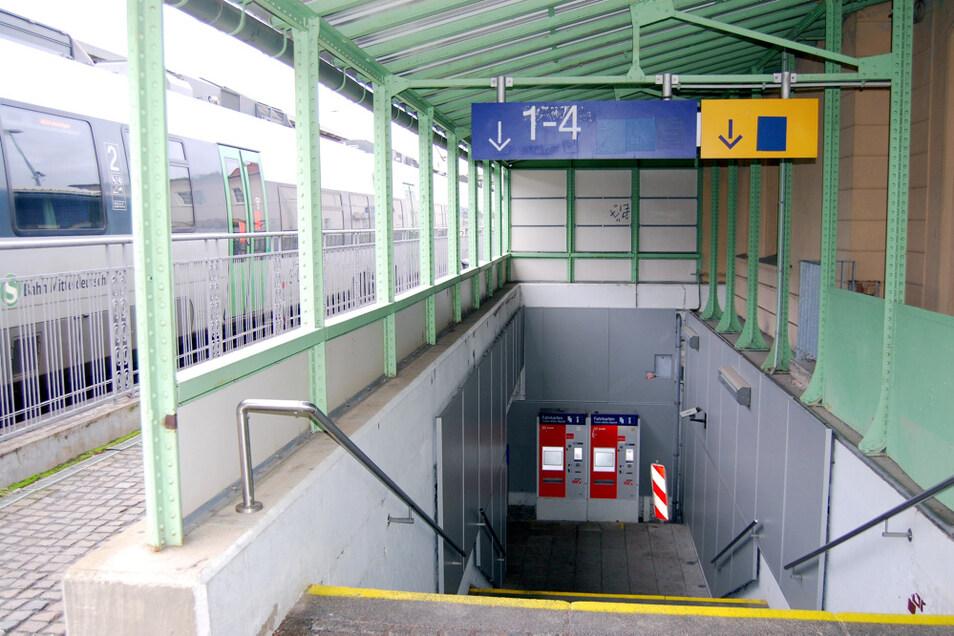Die Treppen behindern etwa Leute mit Rollatoren oder Kinderwagen.