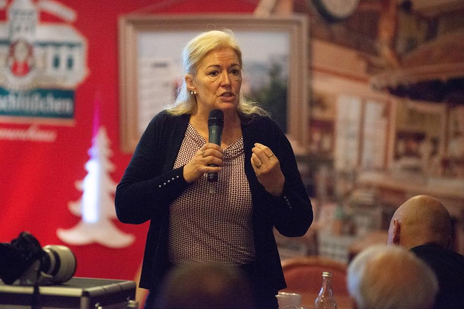 Werbe-Firmen-Inhaberin und AfD-Mitarbeiterin Barbara Lässig ist stinksauer.