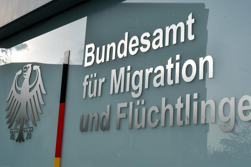 Ein Mitarbeiter des Bundesamts für Migration und Flüchtlinge steht unter Verdacht einer islamistischen Gesinnung.