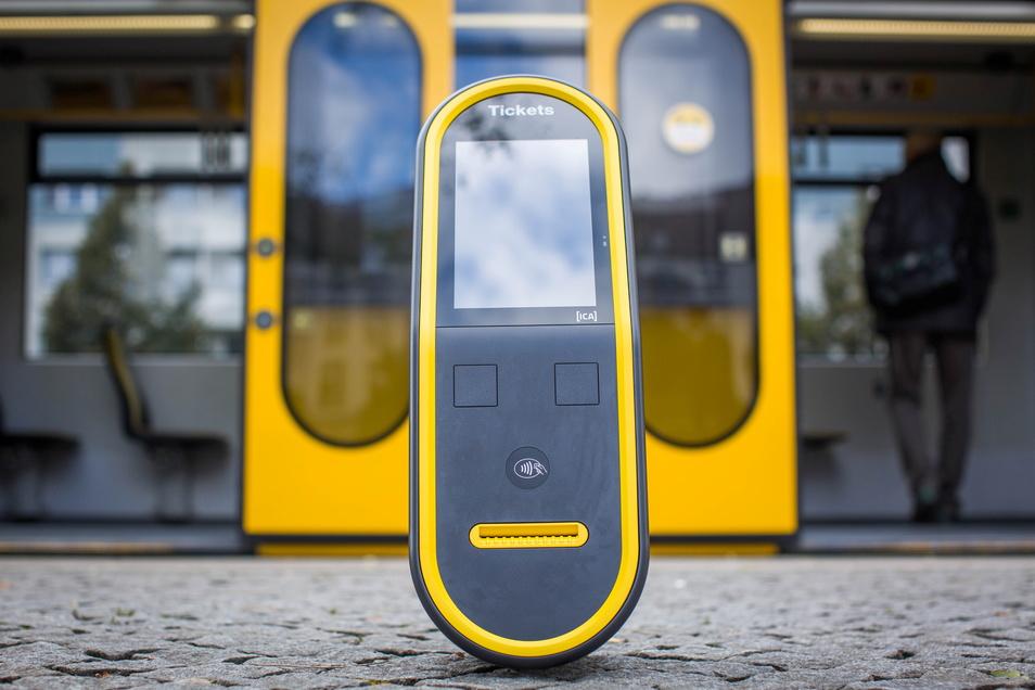 Die neuen Automaten wiegen elf Kilogramm - fast 40 weniger als die alten. Auf Bargeldzahlung sind sie nicht mehr eingerichtet.