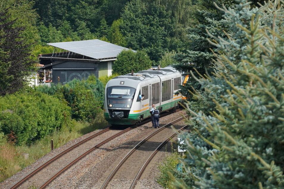 Wie lange der Zugverkehr auf der Strecke zwischen Dresden und Bischofswerda oder darüber hinaus dadurch beeinträchtigt wurde, konnte die Bundespolizei nicht genau mitteilen.