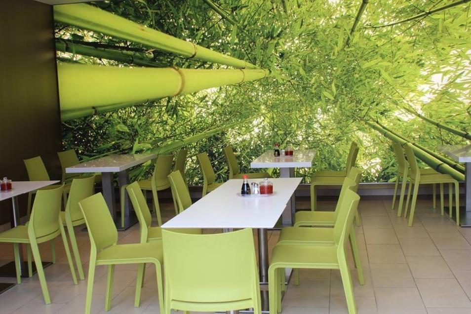 Unter anderem diesen in saftigem Grün eingerichteten Asia-Imbiss ...