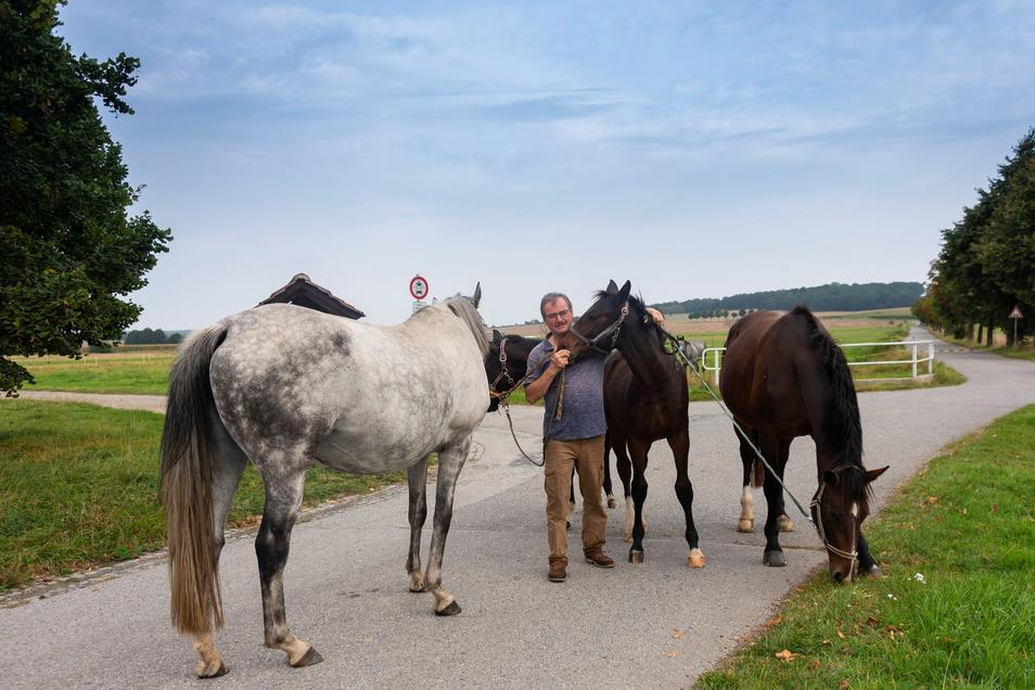 Florian Gärtner und seine Familie gehören zu den Osterreitern, einer der zentralen sorbischen Traditionen.