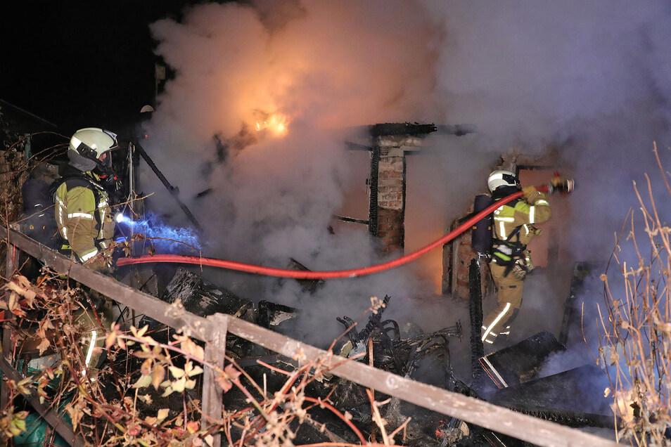 Feuerwehrleute hatten den Brand an der Lübecker Straße zügig unter Kontrolle.