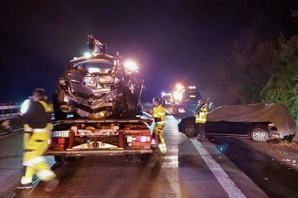 Unfall mit dem Dienstwagen von Kretschmann: Bergung der Wagen