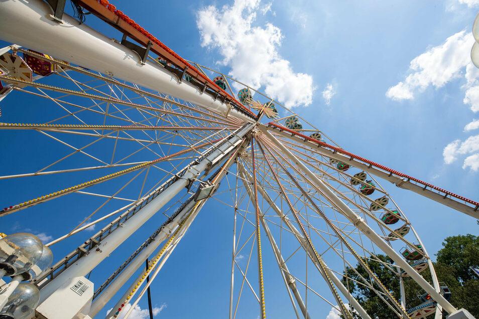 Das Riesenrad auf dem Heidenauer Lugturm dreht sich bis Ende Oktober immer freitags bis sonntags.