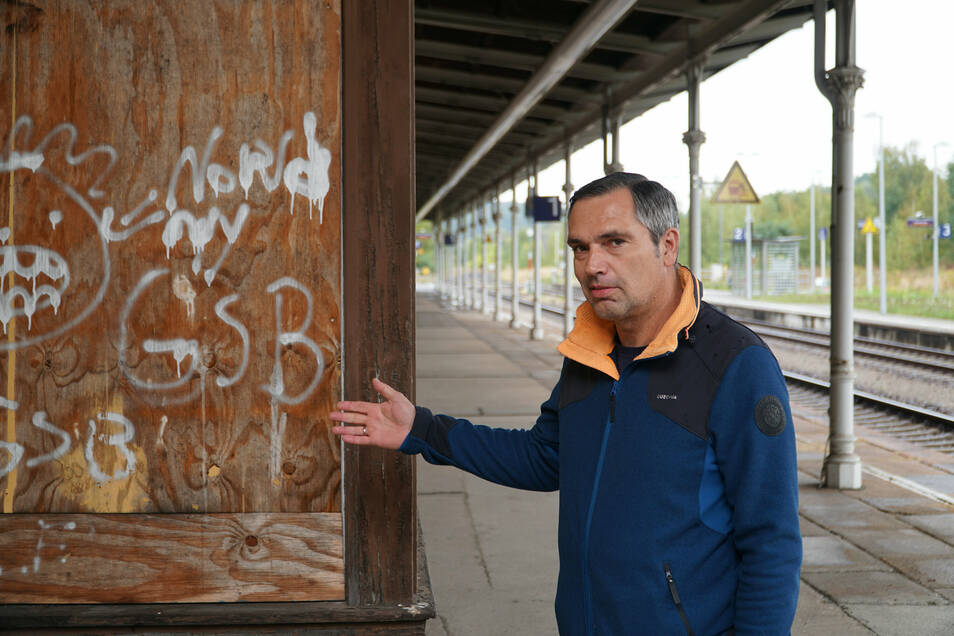 Oberkommissar Frank Bödiger ermittelt bei der Bundespolizei gegen Graffiti-Straftaten - wie hier am Bahnhof in Ebersbach. Foto: Bundespolizei