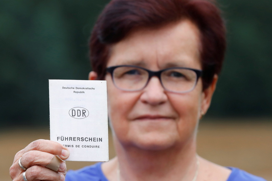 Ilona Tauchmann aus Hartau möchte gern ihren alten Führerschein umtauschen. Doch dafür einen Termin zu bekommen, ist gar nicht so einfach.