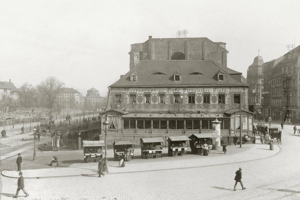 Pirnaischer Platz, 1896. Von Verkehrsknotenpunkt und pulsierendem Leben war am Café am Pirnaischen Platz wenig zu sehen. Im Hintergrund links die Alte Synagoge, die 1938 zerstört wurde.
