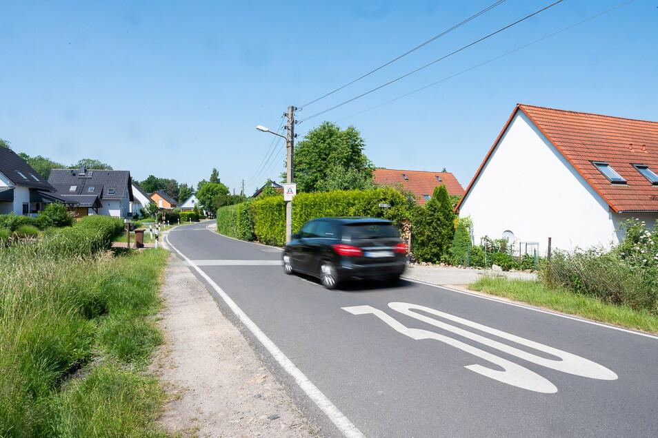 Am Beginn der Tempo-30-Zone am Ortseingang von Klingewalde: Raserei gibt es hier nicht, so die Stadt.