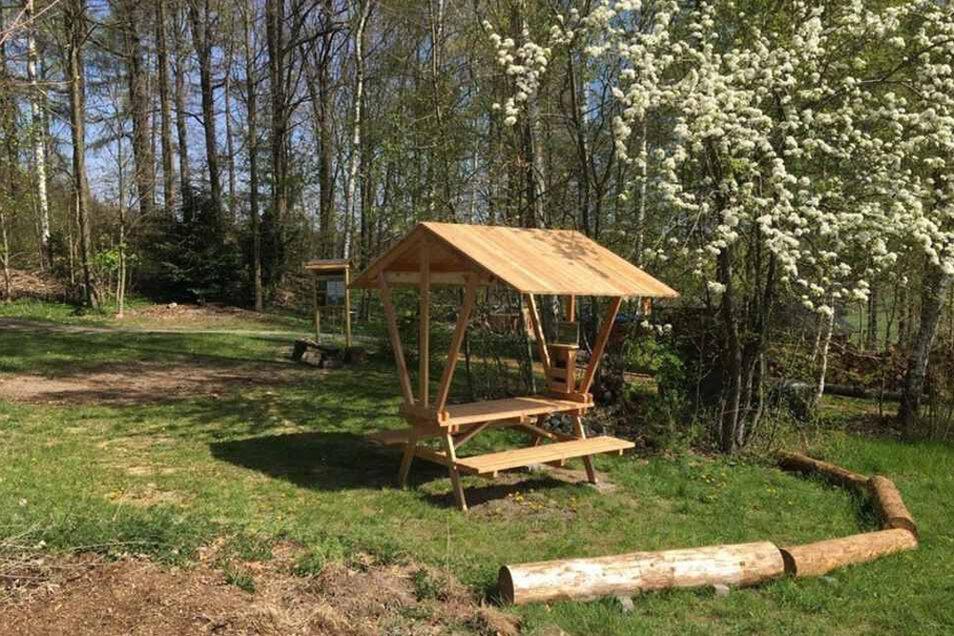Hier ist Zelten wieder erlaubt: Das 2019 eröffnete Biwak am Walderlebniszentrum in Leupoldishain.