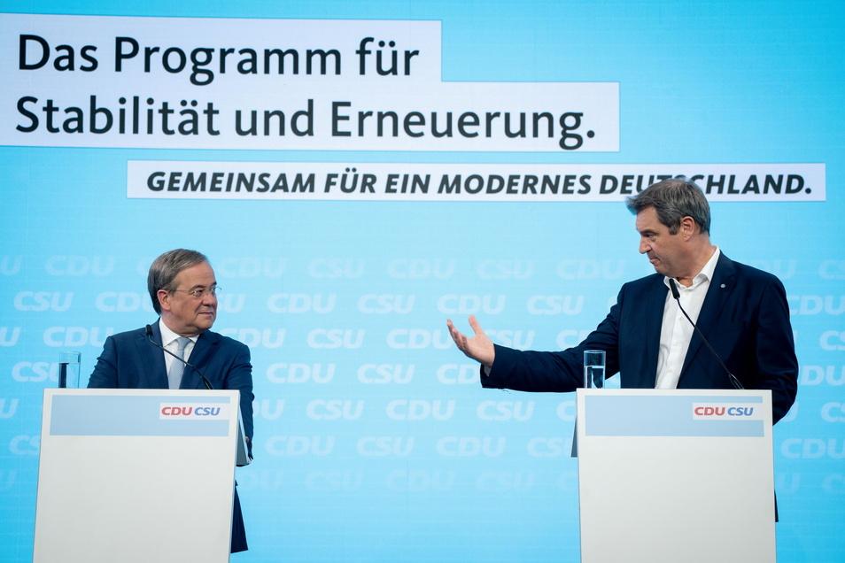 Armin Laschet (l), CDU-Kanzlerkandidat und Ministerpräsident von Nordrhein-Westfalen, und Markus Söder (CSU), Ministerpräsident von Bayern, haben ihr gemeinsames Wahlprogramm vorgestellt.